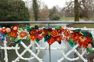 Blühende Brücke im Schloßgarten
