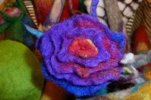 Blumenbrosche